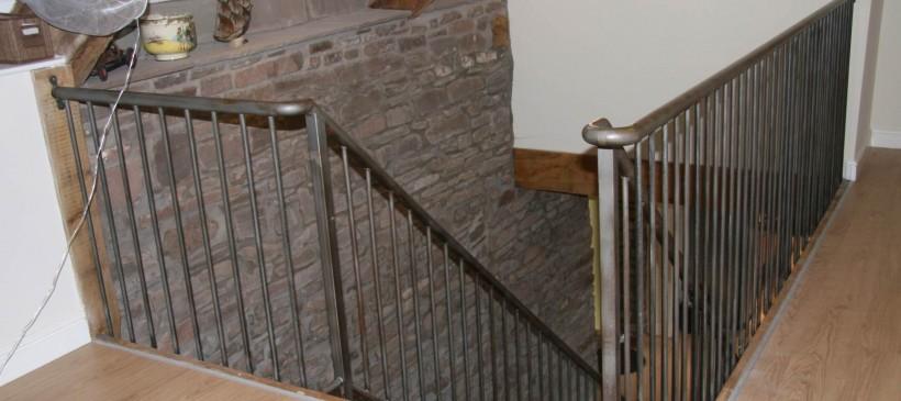 Balustrade-on-internal-bridge-1-820×365