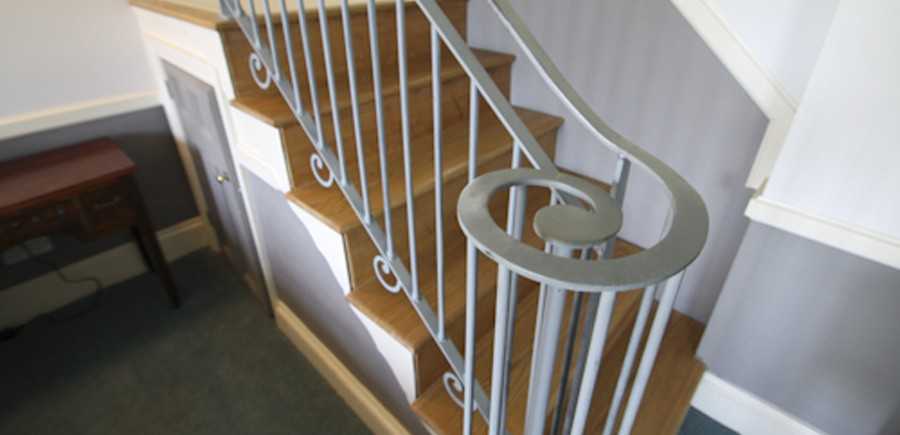 Crickowel-bedroom-staircase-21-900×435