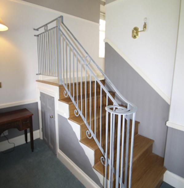 Crickowel-bedroom-staircase1-599×610